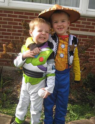 65 Adorable Sibling Costumes that Might Make Your Kids Get